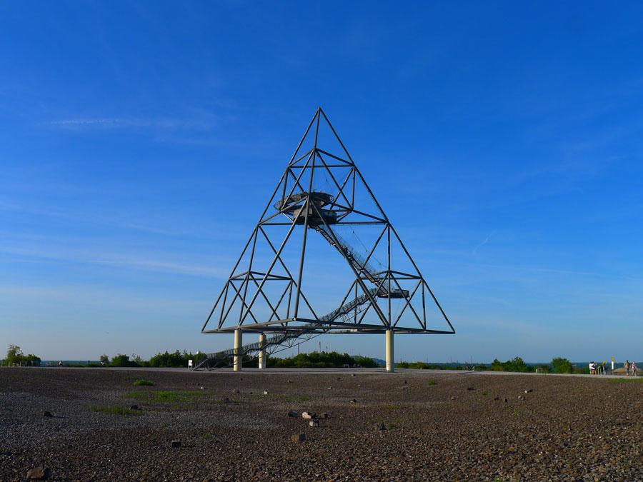 Tetraeder-Pyramide auf der Halde in Bottrop