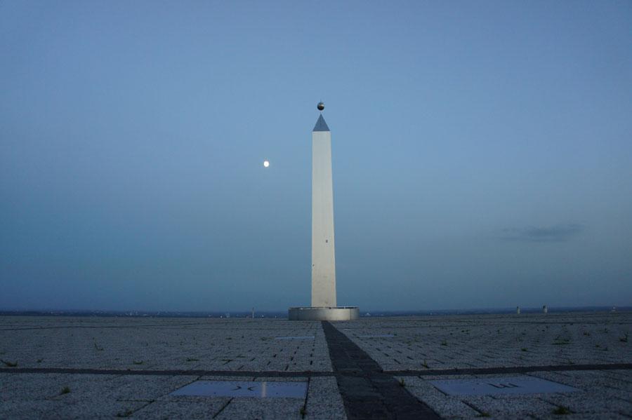 Obelisk der Sonnenuhr auf Halde Hoheward
